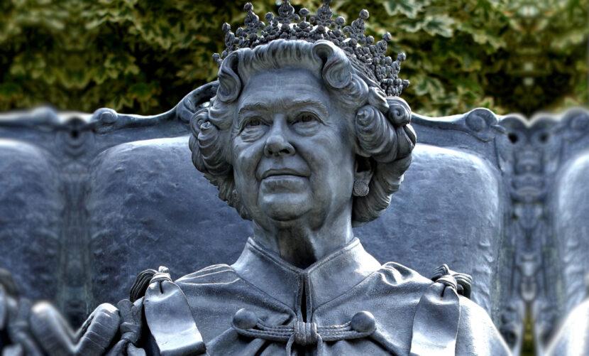 Queen Statue CANZUK